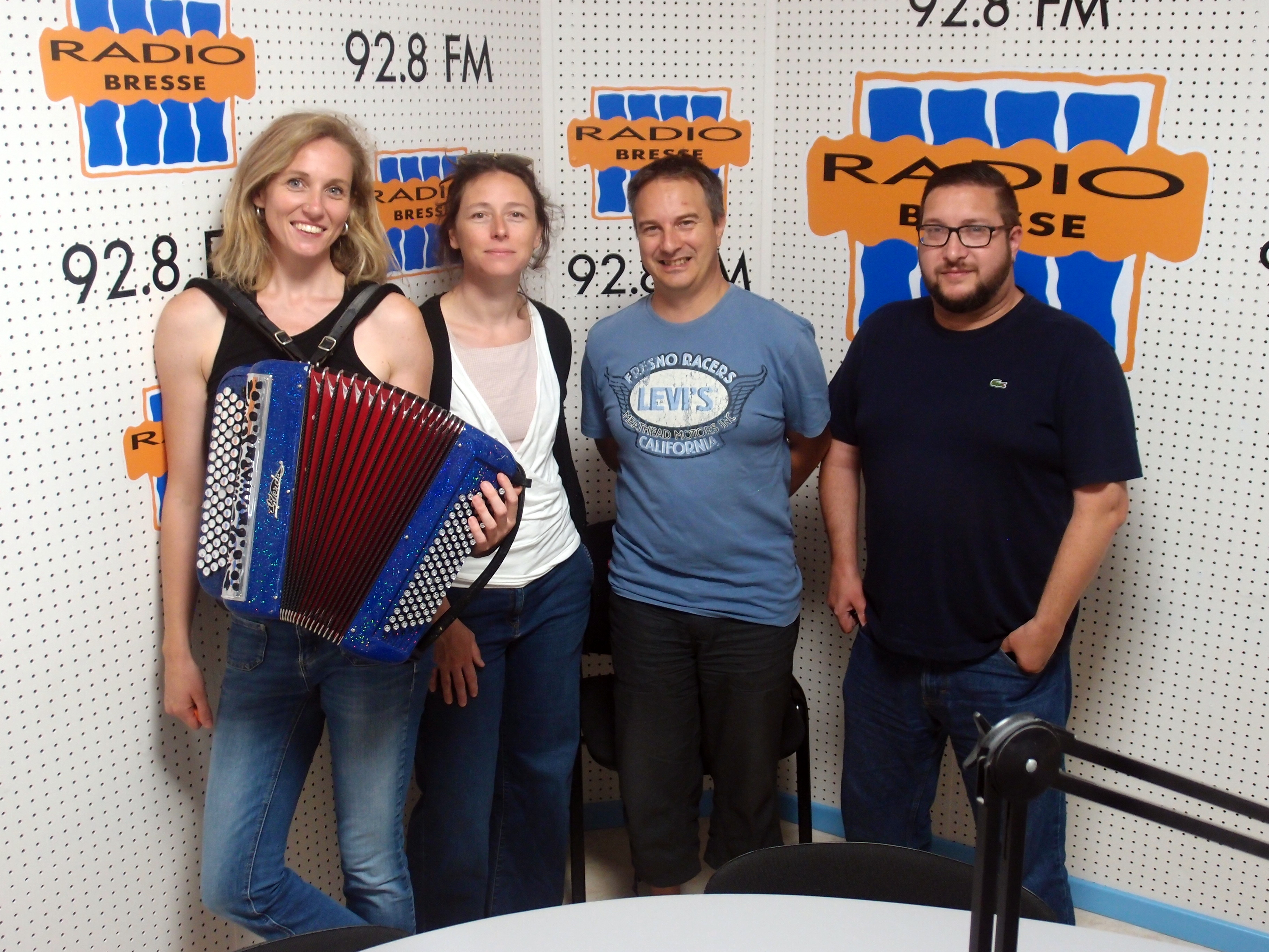 Les folles de Léon dans les studios de Radio Bresse !